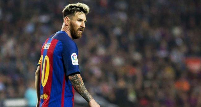 Messi heykeline saldırı