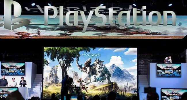 PlayStation 4 buz beyazı 24 Ocak'ta raflarda