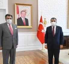 Belediye Başkanı KALE;Sağlık Bakanı  Dr. Fahrettin Koca'yı İlçe Kaymakamımız Remzi Demir ile makamında ziyaret ettik.